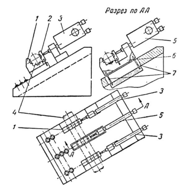 Приспособление для контроля диаметров валика в трех сечениях